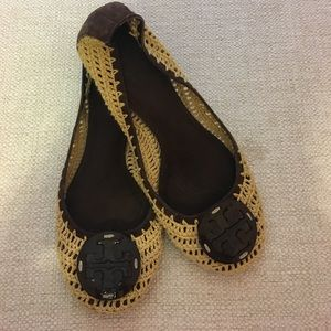 UNIQUE Tory Burch Woven Logo Flats Brown 9